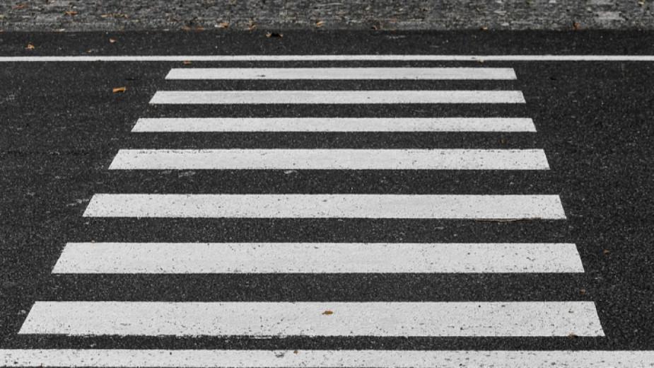 Дрогиран шофьор на междуградски автобус удари жена на пешеходна пътека в Пловдив и избяга. Инцидентът е станал рано тази сутрин, а по-късно водачът е бил...