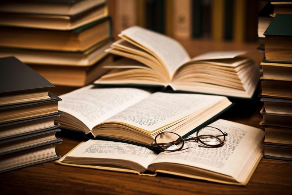 """Два романа и три стихосбирки ще бъдат представени по време на 22-рите литературни дни """"Ямбол чете"""" от 5 до 8 октомври. Срещите с публиката ще се състоят..."""