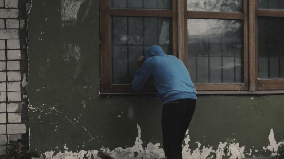 """Криминалисти от участък """"Надежда"""" са задържали извършител на домова кражба на стойност 2500 лева. На 25 януари 44-годишна жена е заявила, че за времето..."""