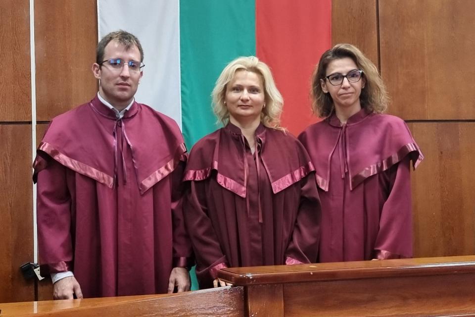 Двама младши прокурори попълниха редовете на Районна прокуратура-Ямбол. Янислав Димов и Панайота Рандева спечелиха конкурс и бяха назначени от ВСС. Двамата...