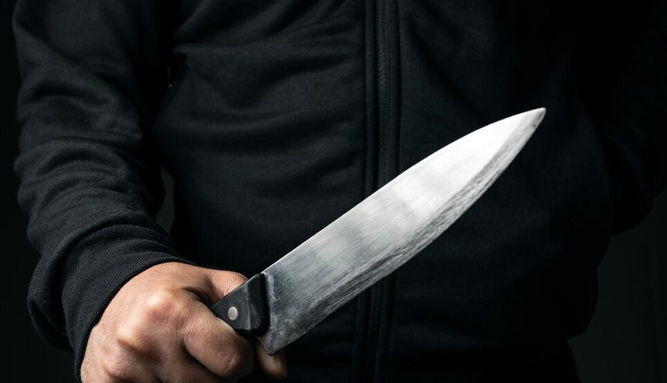 На 29 септември към 04:50 ч. в РУ-Елхово е постъпил сигнал, за възникнал скандал, прераснал в сбиване, при което 34-годишен мъж е наранил с нож двамата...