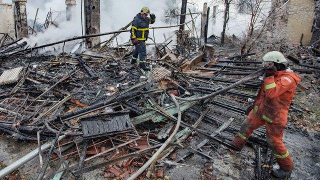 Пожар избухна в завод за магнитни дискове в село Драгор край Пазарджик снощи около 20 часа. При произшествието са пострадали 2-ма работници - мъж на 53...