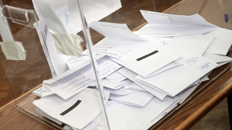 Двама са регистрираните до момента кандидати за кмет на село Тенево. В битката отново се впуска Диян Шишков, чийто избор от ноември м.г. беше касиран от...
