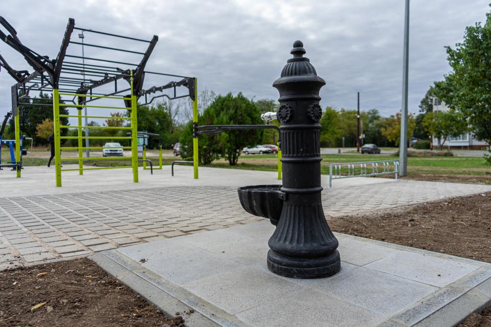 """Две площадки за стрийт фитнес - до сградата на Регионална здравна инспекция и в жилищен комплекс """"Диана"""" /до бл. 14/, вече са с нова настилка. По този..."""