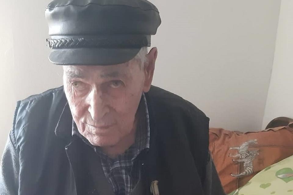"""На 22.01.2020 г. служители от община """"Тунджа"""" посетиха Вълчо Паскалев от село Тенево. Повод за приятната среща бяха 98-те години, които той навършва. ..."""