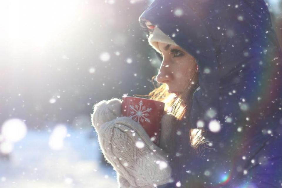 Днес преди обяд на много места в Южна България ще продължи да превалява дъжд, в планините – сняг, а по-късно валежите ще спират и от север облачността...