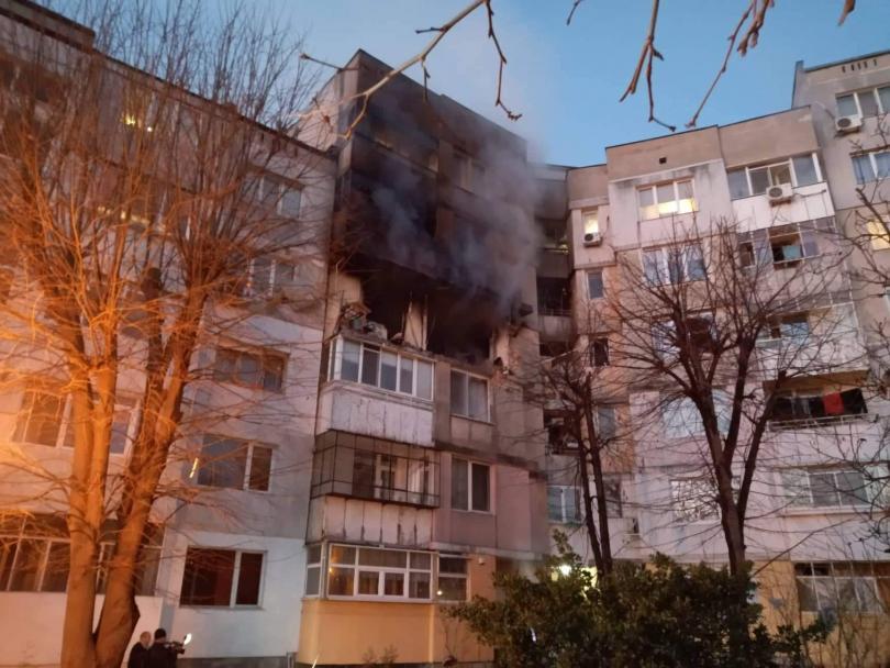 """По първоначални данни има един загинал и 7 в болница след инцидента, при който взрив разтърси жилищен блок във варненския квартал """"Владислав Варненчик""""..."""