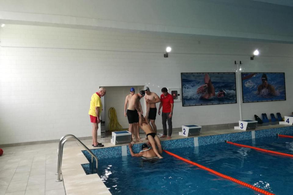 """Приключиха курсовете за """"Воден спасител на плувни басейни и водни паркове"""" и """"Воден спасител на открити водни площи и море"""", организирани от БЧК – Ямбол...."""