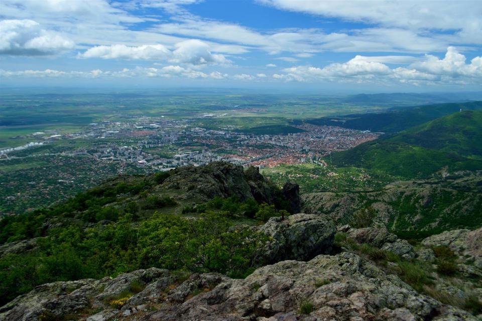 Екипи на ПСС са издирвали две момичета в планината край Сливен. В хода на спасителната акция, момичетата са намерени. През изминалото денонощие регистрираните...