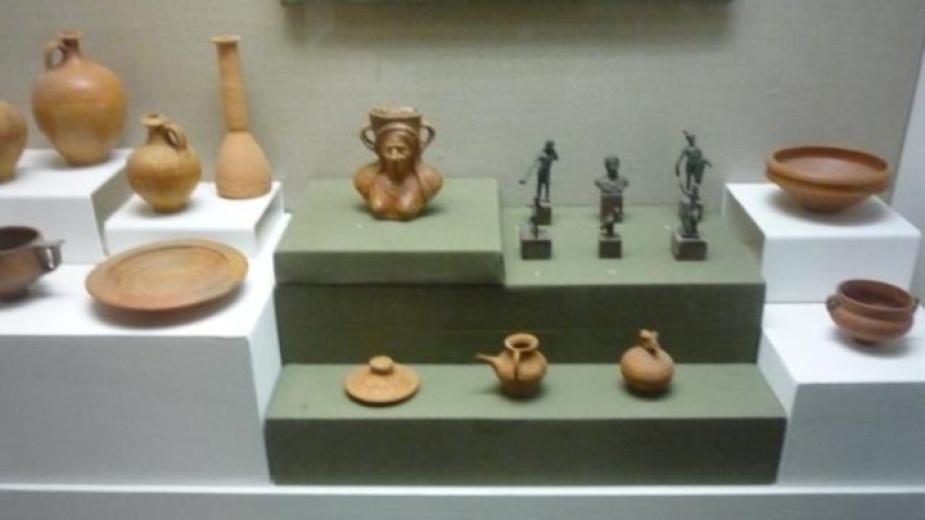Експонати от две надгробни могили, проучени през миналото лято в ямболско, ще бъдат представени в годишната Национална археологическа изложба, която ще...