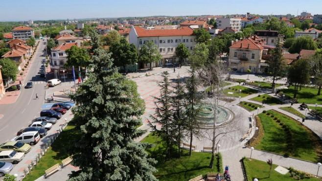Общините Елхово и Нова Загора са сред 28-те малки общински центрове в страната, които могат да получат финансиране за енергийна ефективност на многофамилни...
