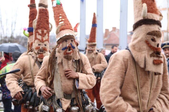 На 22 февруари, събота, град Елхово ще бъде огласен от чудния звън на кукерски хлопки и чанове. За десета поредна година Община Елхово провежда кукерския...
