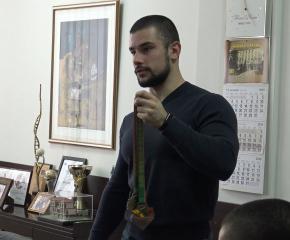 """Емил Кръстев от """"Сила Тунджа"""" счупи световен рекорд (видео)"""