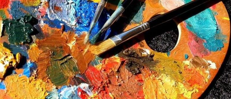 """Есенната изложба на художниците от Ямбол и региона събра в артгалерията """"Кирил Кръстев"""" поети, музиканти и актьори.В изложбата 29 художници представят..."""