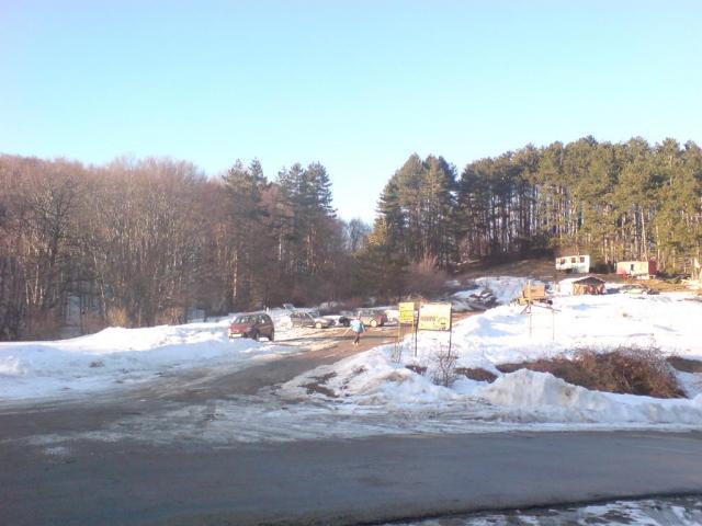 """Тази сутрин в 06,45 часа е оказана помощ на закъсал автомобил на пътя в местността """"Даулите"""" край Сливен. От автомобил са евакуирани четирима мъже на възраст..."""