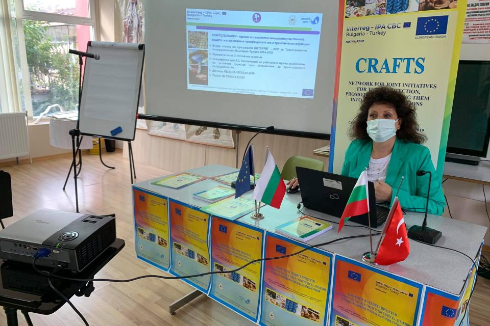 """На 29.10.2020, Евроклуб Жена проведе пресконференция за приключване на проект """"CRAFTS/ ЗАНАЯТИ - мрежа за съвместни инициативи за тяхната защита, насърчаване..."""
