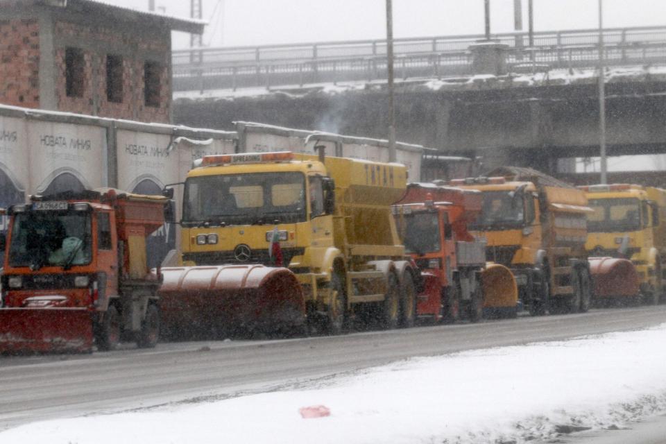 """Фирмите, които поддържат автомагистрала """"Тракия"""" и пътищата от републиканската мрежа на територията на Ямболска област, имат необходимата почистваща техника..."""