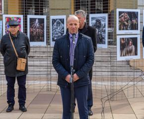 """Фотоизложбата – конкурс """"Кукерландия"""" беше открита, председателят на журито обяви наградените фотографи"""