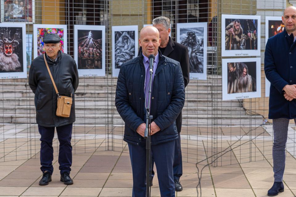 """Пред сградата на Народно читалище """"Съгласие -1862"""" – Ямбол беше открита Фотоизложбата-конкурс """"Кукерландия"""", която е едно от най-престижните събития в..."""