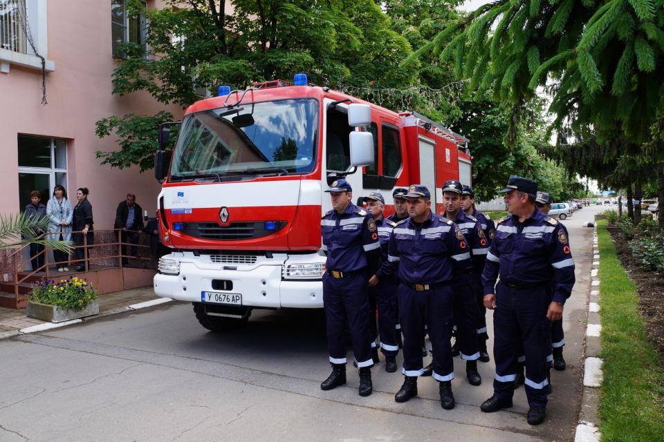 """Демонстративно занятие за гасене на пожар ще се проведе днес в сградата на общинската администрация в Стралджа на ул. """"Хемус"""". То е част от проявите, посветени..."""