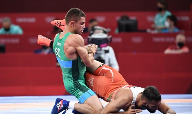 Георги Вангелов ще се бори за бронзовия медал в категория до 57 килограма свободен стил на олимпийския турнир по борба в Токио.Вангелов се включи в репешажите...