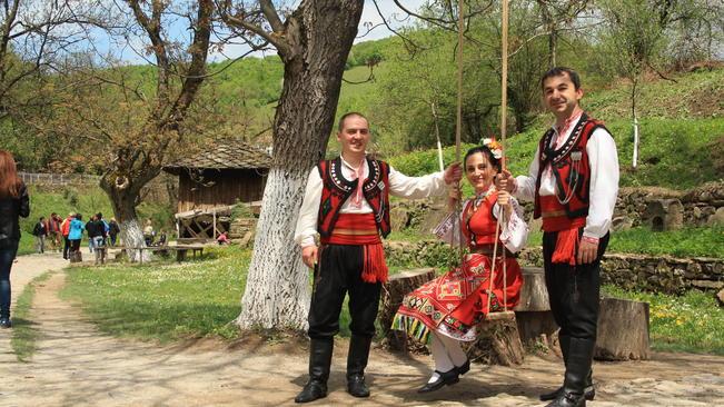 Денят на Свети Георги е Ден на храбростта и празник на Българската армия. За ромите празникът е Едерлези. За турци и татари празникът Хъдърлез отговаря...