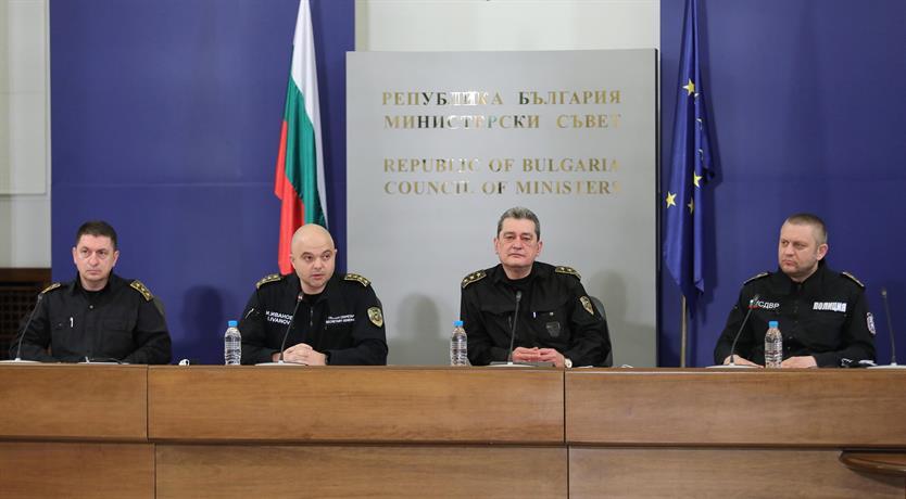 Мерките нямат за цел да създават затруднения, а да запазят здравето и живота на хората Главният секретар на МВР главен комисар Ивайло Иванов, директорът...