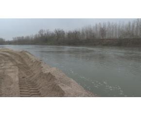 Глобяват фирмата, която чисти наносите под моста до Мирово