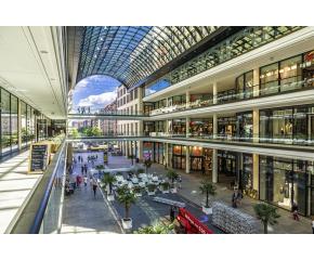 Големите търговски центрове отварят врати у нас днес