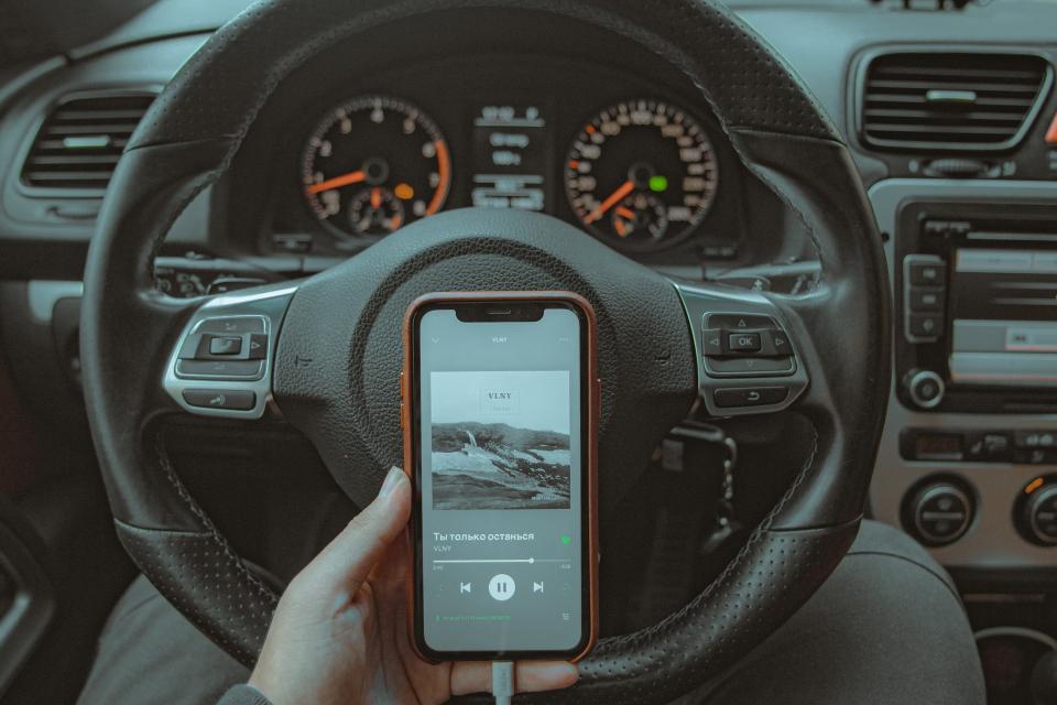 Много голям брой от инцидентите на пътя са в резултат от използване на мобилни телефони от шофьорите по време на движение, коментират от Нова. Разговорите...