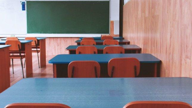 Мнозинството преподаватели одобряват евентуалното връщане на по-големите ученици отново в училище. По предварителни данни това ще стане на 18 януари, ако...