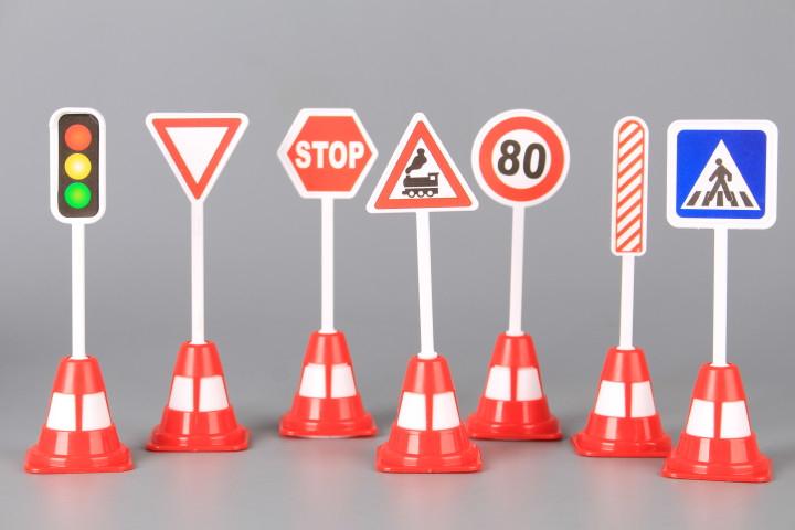 Над 2/3 от пътните знаци не отговарят на изискванията и на практика са невидими за шофьорите. Това показва инспекция на експерти по пътна безопасност със...