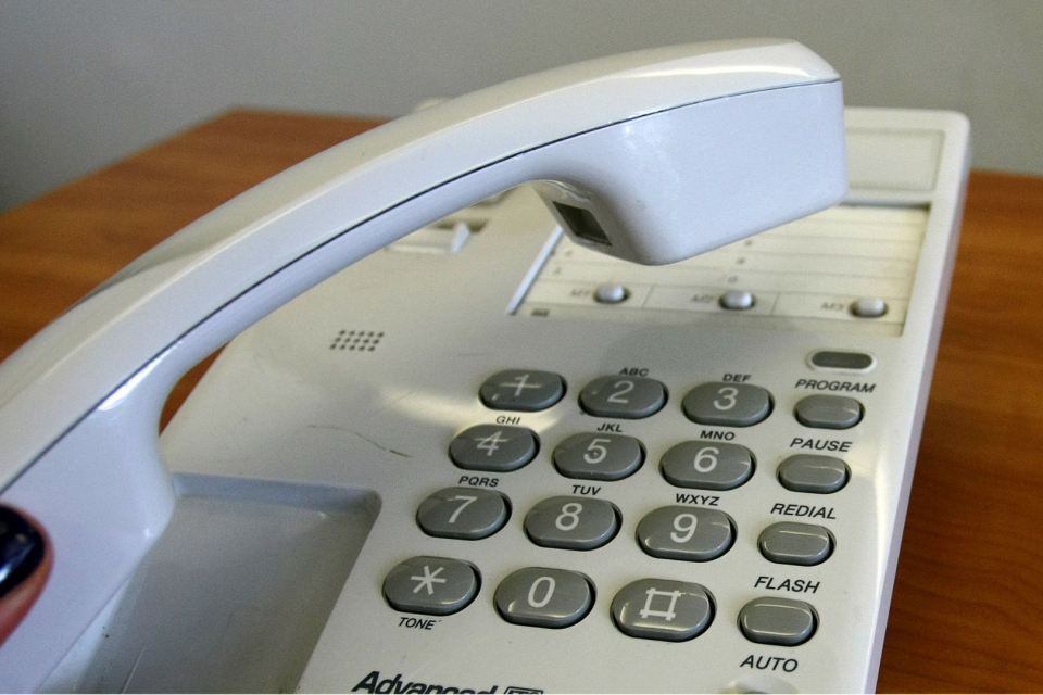 Горещи телефонни линии откриха общини в помощ на за самотни, възрастни и трудно подвижни хора, които нямат възможност да излизат и нямат близки, които...