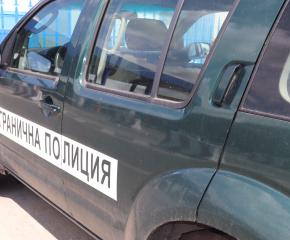 Гранични полицаи от РДГП - Елхово задържаха каналджия с осем нелегални мигранти