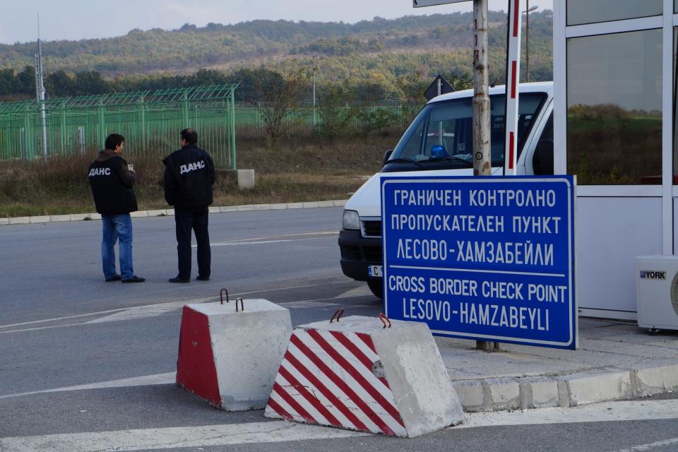 Интензивен е трафикът тази сутрин на товарни автомобили на изход на граничните пунктове Лесово и Капитан Андреево. За влизане в Турция не се пропускат...