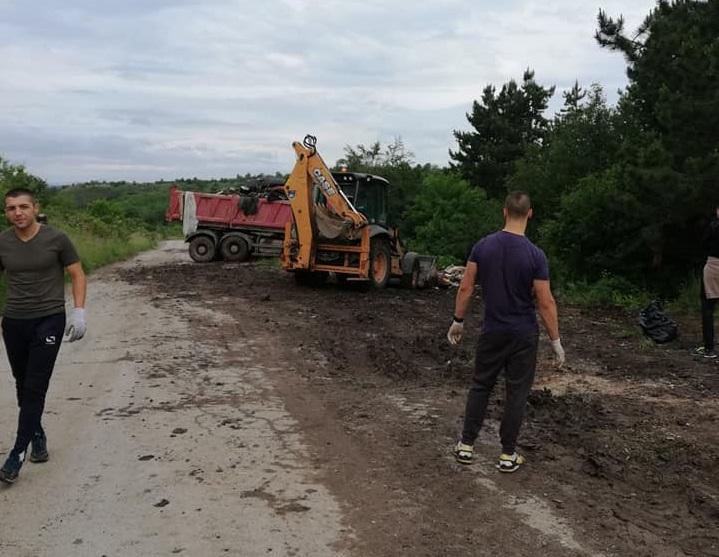 """Десетки доброволци се събраха в съботния ден, за да почистят Национален парк """"Урса"""" над кв. """"Тева"""" в град Перник. Инициативата е подкрепена от общината. """"Ние..."""