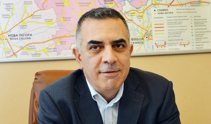 Различни казуси представиха днес граждани в приемния ден на кмета Стефан Радев. Жители от вилна зона потърсиха съдействие за разрешаване на конкретен проблем...