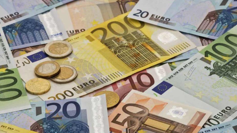Гръцкото правителство ще раздаде щедри бонуси в края на годината на хора с ниски доходи. Право на тях имат и българските граждани, които работят и плащат...
