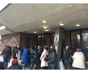 Хаос при предаването на протоколите в части от страната