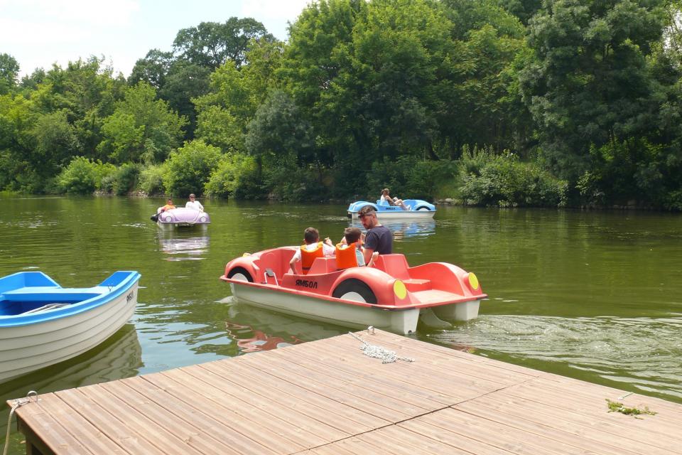 """През октомври предстои спиране работата на водните атракциони в Ямбол. Традицията с водните колела и лодки по река """"Тунджа"""" в града бе възобновена..."""