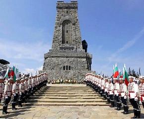 Хиляди родолюбци се събраха на връх Шипка, за да почетат паметта на героите от Шипченската епопея