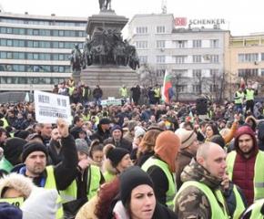 Хиляди се събраха на протест срещу Наредба № Н 18 пред парламента