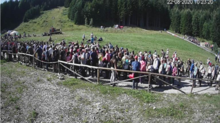 Опашка от хиляди хора се изви на пътя за лифта от Паничище към Рилските езера, съобщава БГНЕС. Капацитетът на лифта е 700 души на час, двупосочният билет...