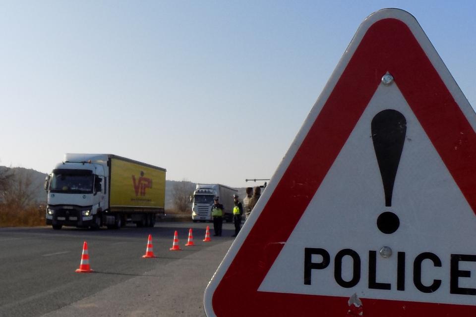 От днес до 20 октомври у нас се провежда специализирана полицейска операция за контрол на товарните автомобили и автобусите. Аналогични действия има на...