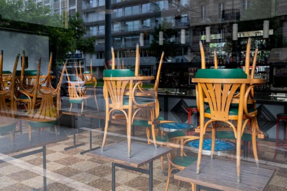Три организации на хотелиери и ресторантьори обявиха протести на 7 септември, от когато влизат в сила ограничителните мерки със затваряне на нощните заведения,...