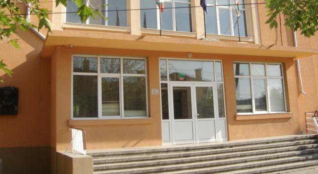"""""""Здрави под Сините камъни"""" е заглавието на проекта на сливенското основно училище """"Христо Ботев"""" за ученици от 5 до 7 клас, който получава награда като..."""
