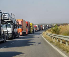 Интензивен е трафикът на  границата с Турция