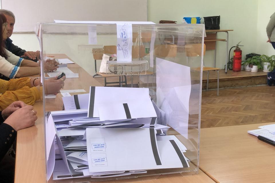 Активността на избирателите в днешния вот за местната власт в Ямбол към 12 часа е 19.74 на сто, съобщи председателят на Общинската избирателна комисия...