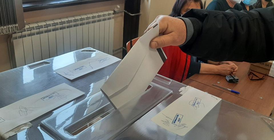 27 136 души са гласували в община Ямбол на 4 април. Това формира 41,5 % от имащите право на глас. Резултатите в Ямбол до голяма степен преповтарят вота...