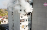 Изгоряла е покъщнината при пожара в апартамен в Ямбол (видео)